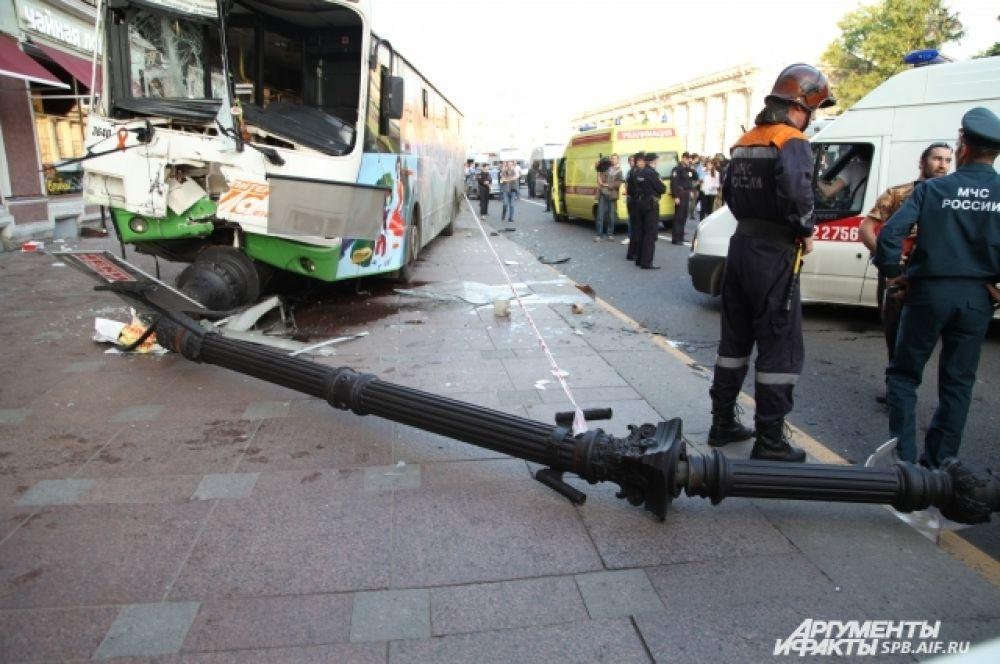 Скорая увезла более двадцати пострадавших.