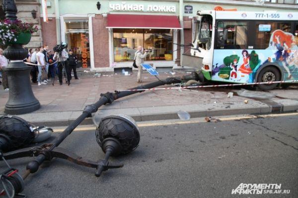Водитель автобуса потерял сознание во время движения.