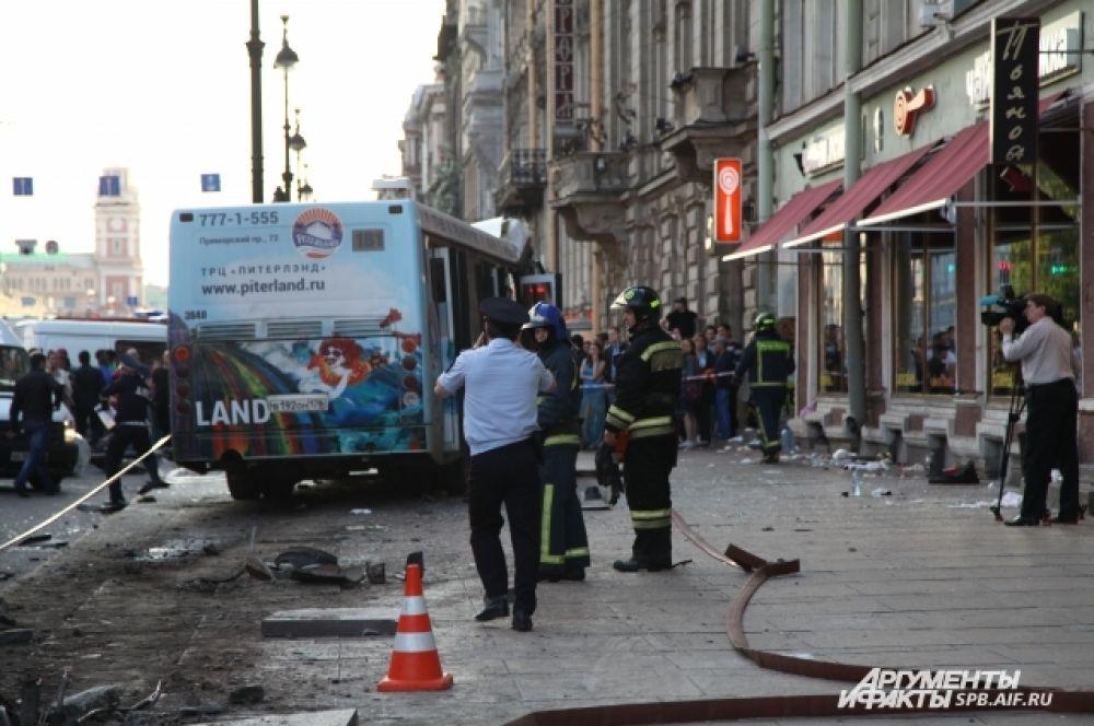 Полиция выясняет обстоятельства аварии.