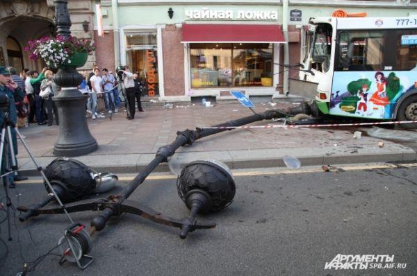 Из-за аварии на Невском проспекте выстроилась длинная пробка.
