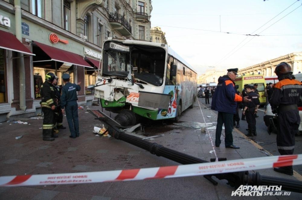 Авария произошла неподалеку от пересечения Невского проспекта и набережной Фонтанки.