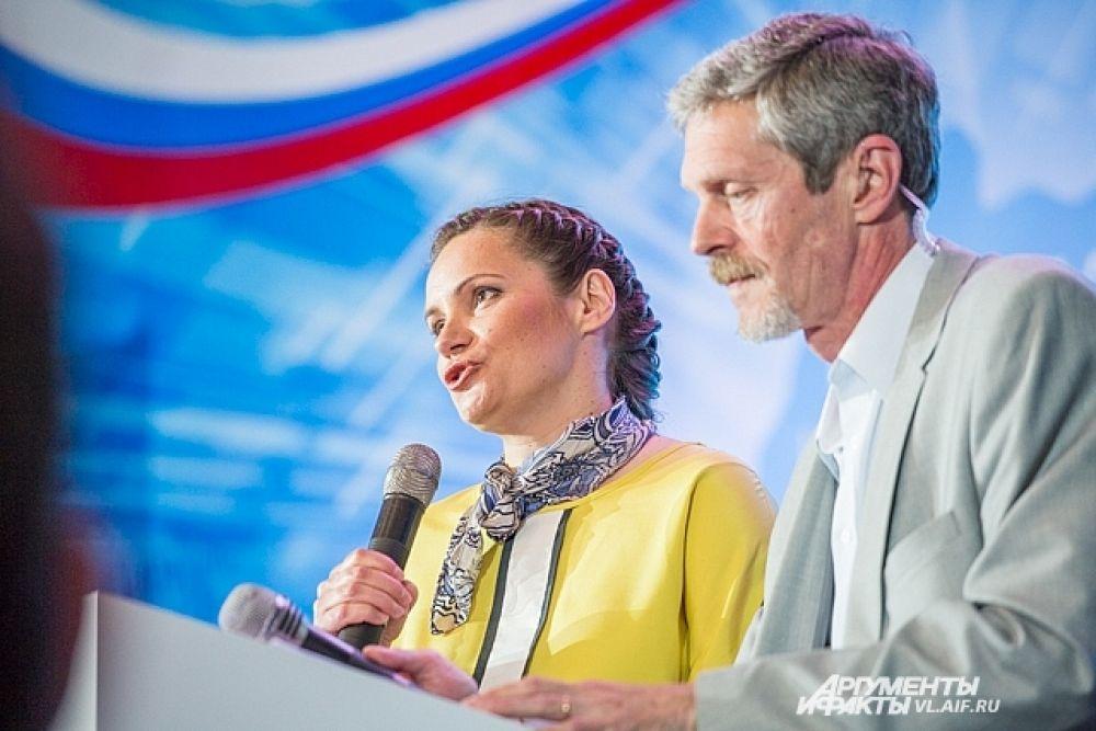 Ведущие встречи - Ольга Катренко и Андрей Островский.