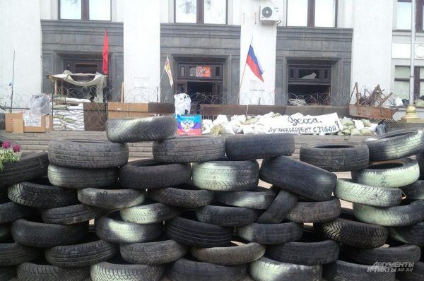 Глава самопровозглашенной Луганской народной республики Валерий Болотов объявил траур по погибшим в результате бомбардировки.