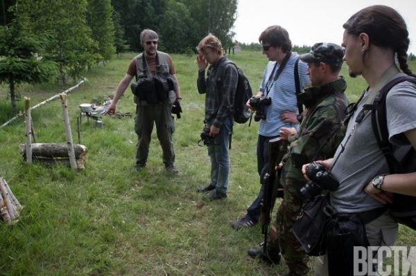 Солдаты учили журналистов выживать на войне