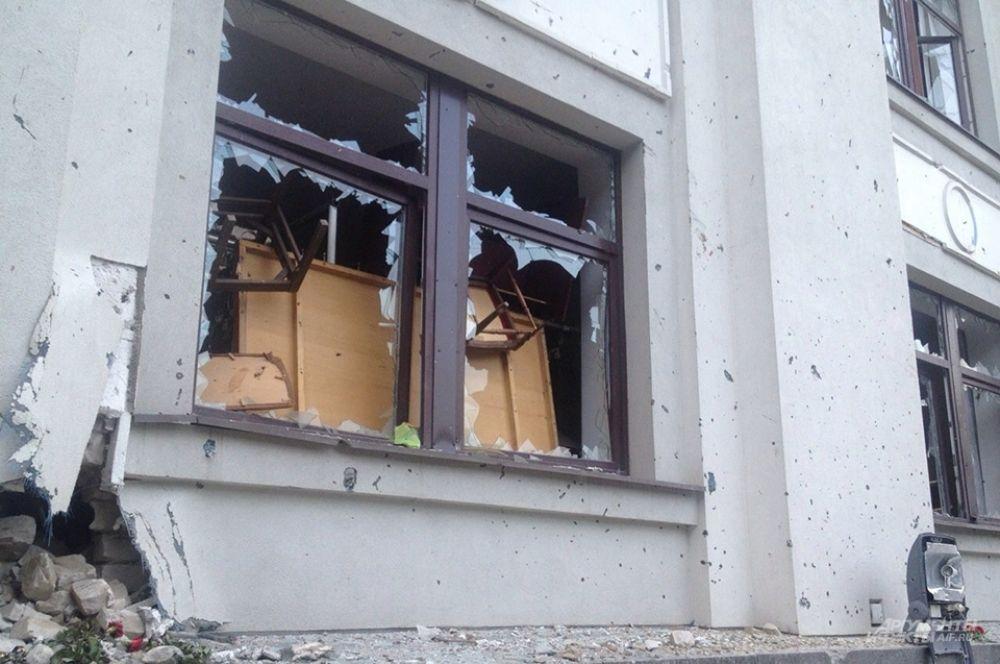 В ночь на 4 июня ополченцы Луганска в результате продолжительного боя взяли под контроль воинскую часть. Военнослужащие были выстроены на плацу и затем отпустили по домам.