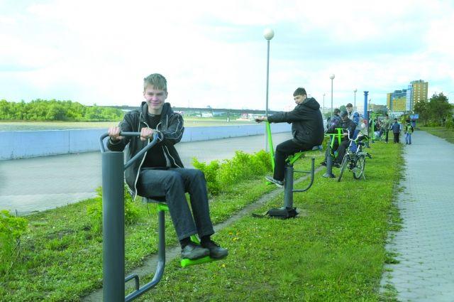 Тренировки на свежем воздухе набирают всё большую популярность у жителей города.
