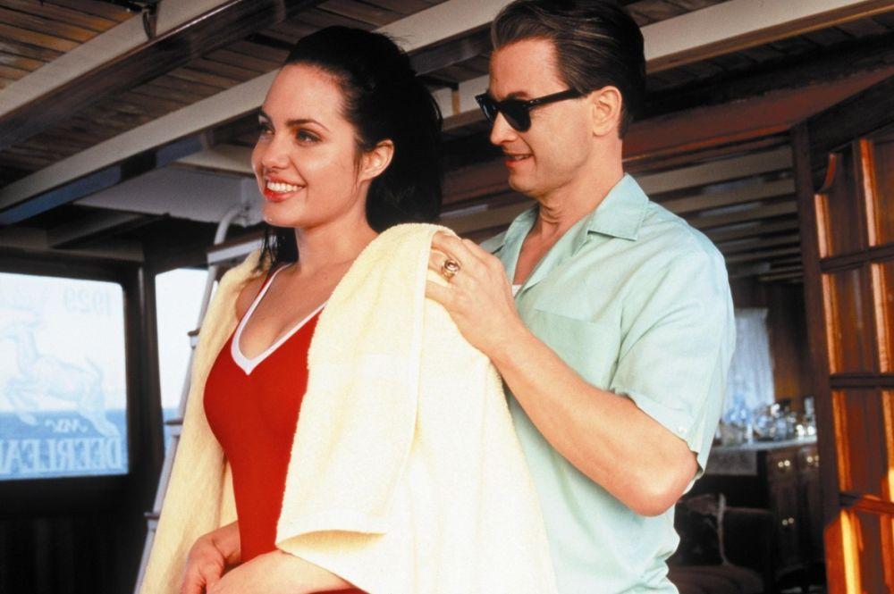 Тремя годами позже Джоли получила свою первую престижную кинонаграду – «Золотой глобус». Она получила приз как лучшая актриса второго плана телевизионного фильма за роль в байопике «Джордж Уоллас».