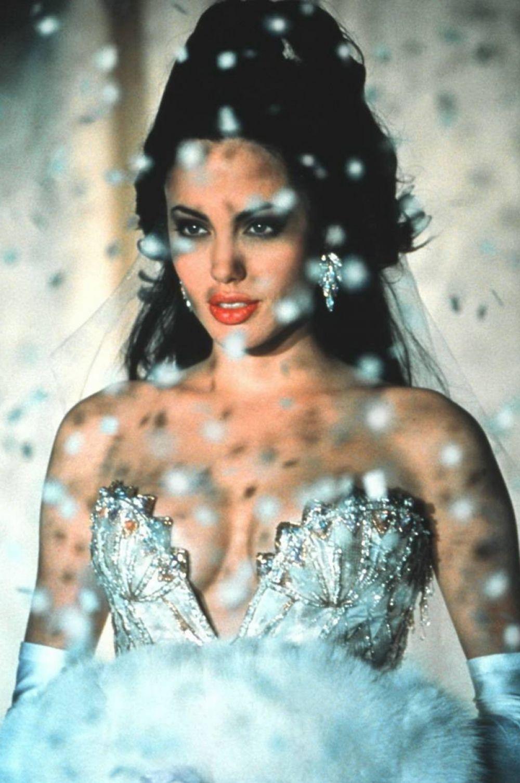 На следующий год актриса вновь получила «Золотой глобус» - за роль топ-модели Джии Каранджи в телефильме «Джиа».