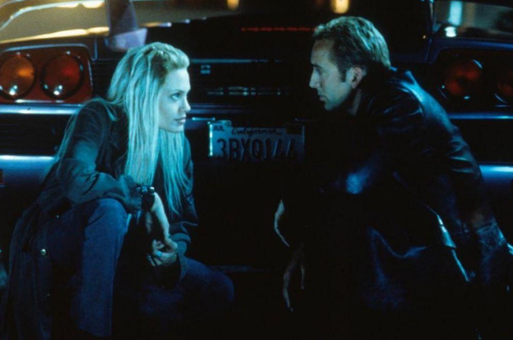 «Прерванная жизнь» обеспечил актрисе грандиозный успех у критиков и киноманов, но широкой публике Джоли до некоторых пор оставалась неизвестна. В конце 90-х она согласилась на «проходную» роль в римейке боевика «Угнать за 60 секунд», но несмотря на коммерческий успех большой популярности картина не снискала.