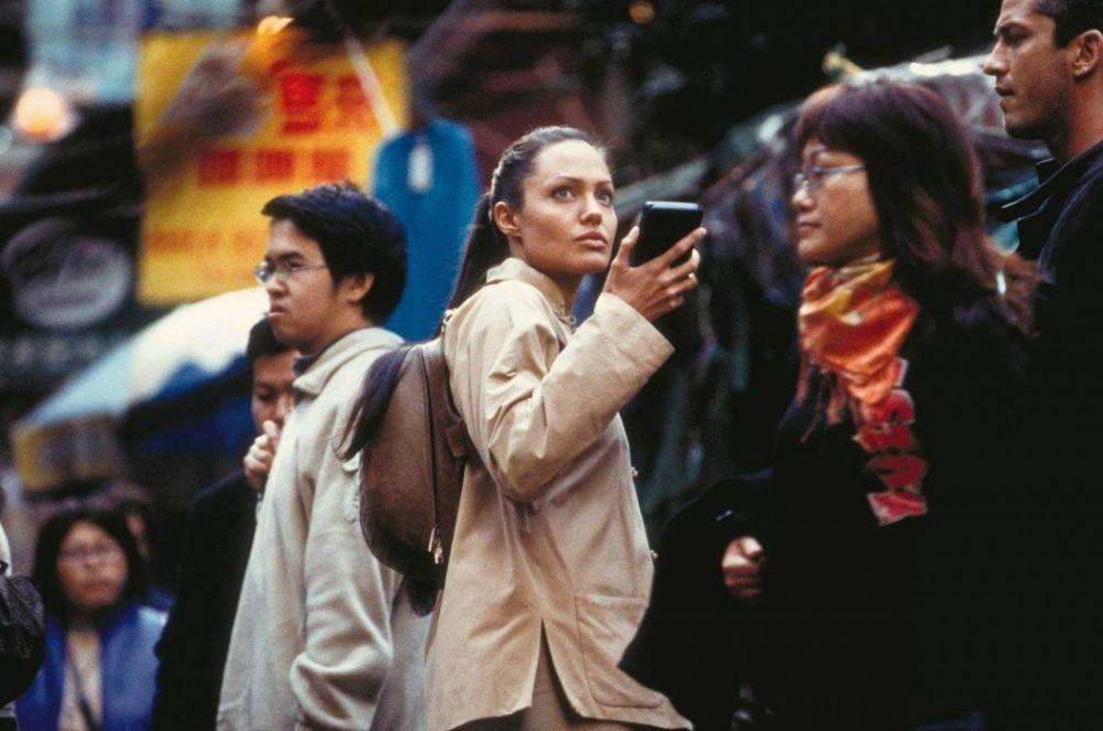 За «Колыбель жизни» Джоли получила гонорар в 12 миллионов долларов, став одной из самых высокооплачиваемых актрис планеты. В общей сложности два фильма про Лару Крофт собрали в мировом прокате свыше 430 миллионов долларов.