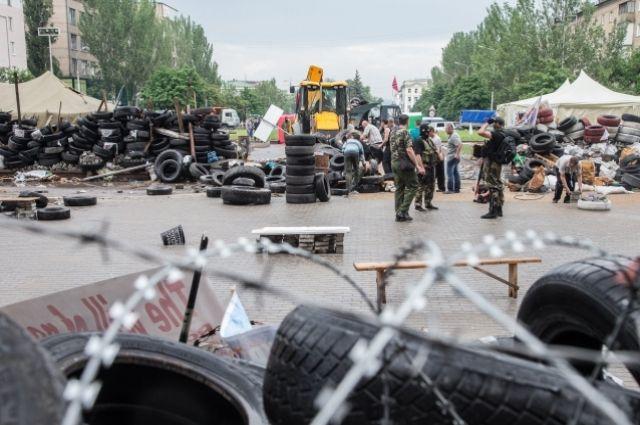Баррикады у здания Донецкой ОГА