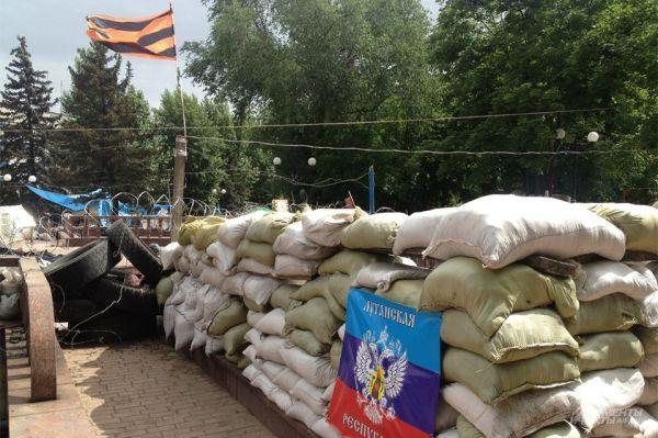 При этом, согласно заявлениям представителей украинской армии, они блокировали Славянск и Красный Лиман и не позволяют ополченцам вырваться из этих городов.