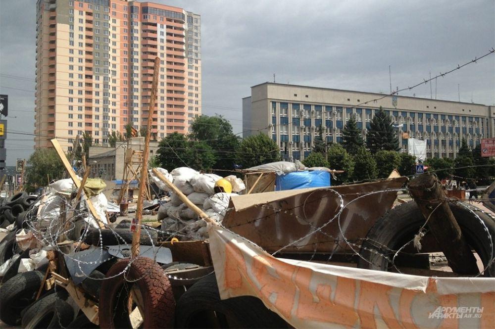 3 июня украинская армия продолжила авиаудар по Луганску.