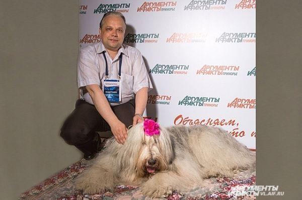 Редактор сайта тоже не удержался и за собаку подержался.