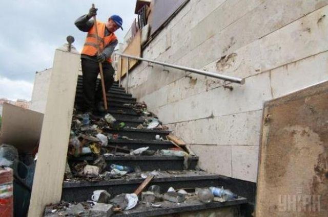 Баррикады и мусор в Донецке