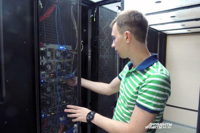 СуперЭВМ в надёжных руках администратора Сергея Лебедева.