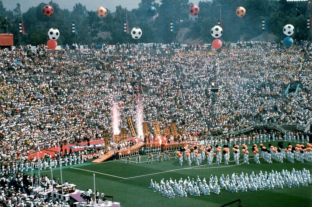 Первым Кубком мира сборной России был чемпионат 1994 года. Российские футболисты на стадии группового раунда уступили Бразилии и Швеции и не смогли пробиться в плей-офф. На фото: церемония открытия чемпионата мира 1994 года.