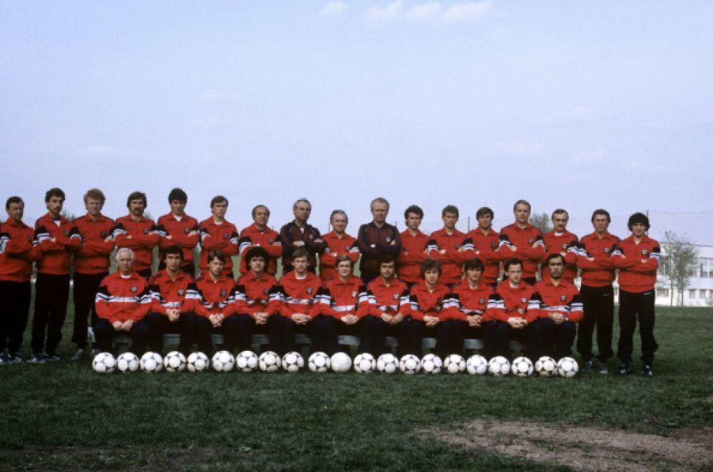 Четырьмя годами позже СССР успешно квалифицировался на «мундиаль» и занял первое место в своей группе, но в стадии 1/8 финала в дополнительное время отечественная команда уступила Бельгии. На фото: сборная СССР по футболу 1986 года.