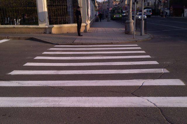 на пешеходных переходах должно стать безопаснее благодаря специальной разметке.