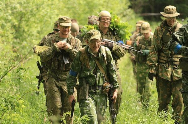 Русские военные, в распоряжении которых было всего несколько БТРов, взяли под контроль аэропорт Приштина.