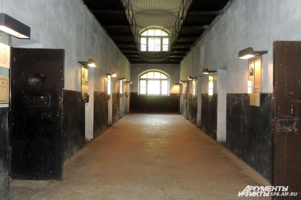 В новой тюрьме содержались эсеры и народовольцы.