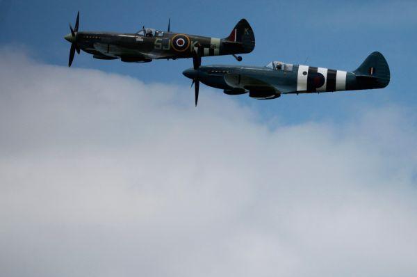 В рамках празднования также состоялись полёты исторических истребителей Королевских ВВС «Спитфайр». Именно эти машины применялись для тактической фоторазведки при подготовке высадки.