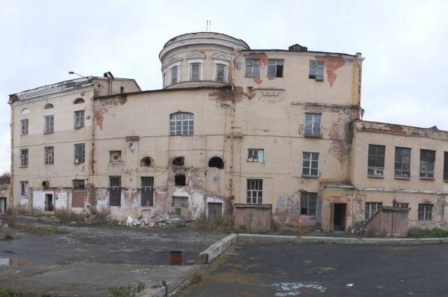 В Екатеринбурге начался демонтаж здания старинного собора