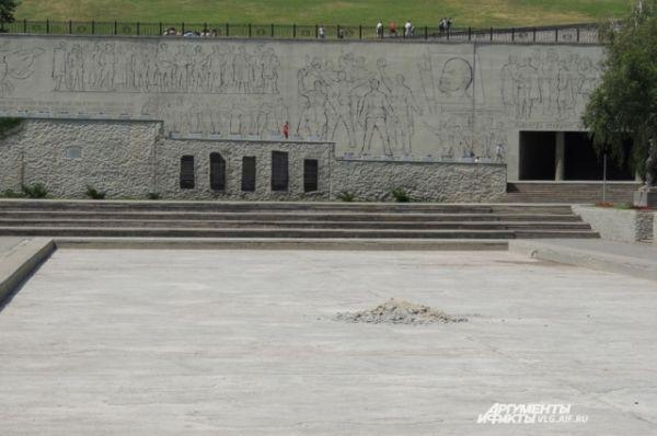 Пока же Озеро слез водой не заполняется.