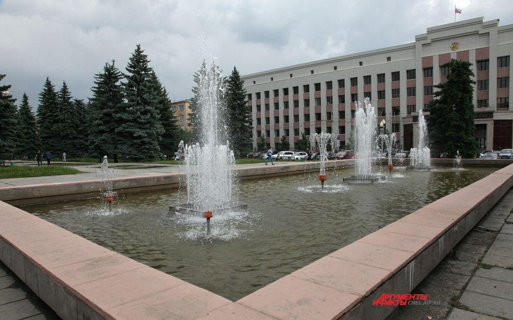 Фонтан в центре города рядом с главным корпусом ЮУрГУ