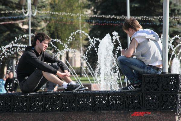 Фонтан в сквере на пл. Революции в центре Челябинска
