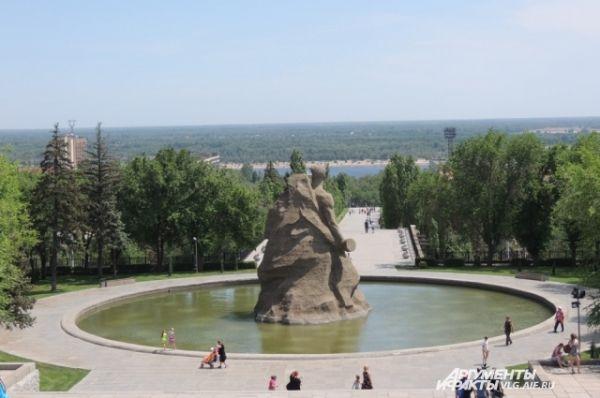 Откроют вновь отреставрированный монумент к 9 мая 2015 года.