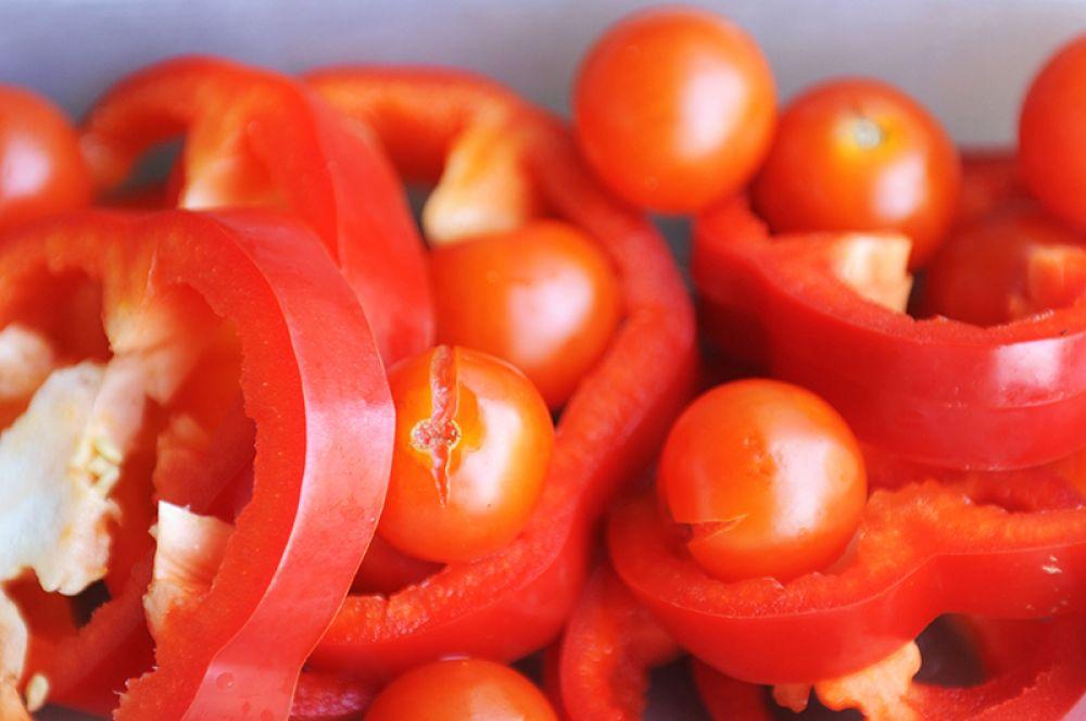 Красный перец. В нем очень много витамина С, гораздо больше, чем в апельсинах и черной смородине.