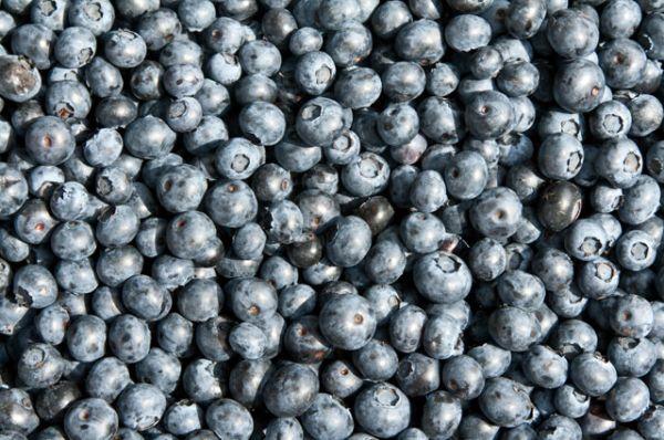 Черника. Хорошее содержание цинка позволяет этой ягоде не только поддерживать глаза, но и укреплять ногти.
