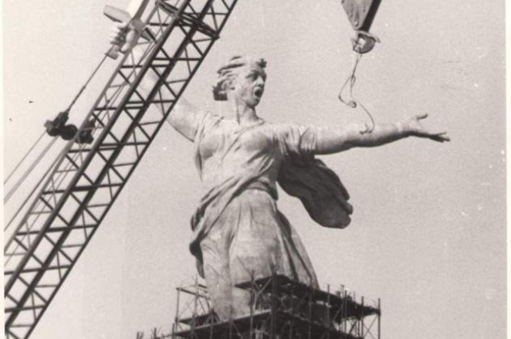 Железобетонную Родину-мать отливали единоразово, чтобы у статуи не было швов. 1965 год.