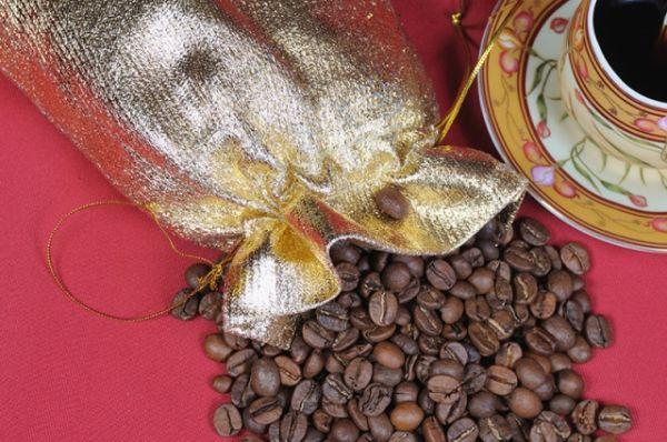 Зерновой кофе. Богат никотиновой кислотой, она же витамин PP.