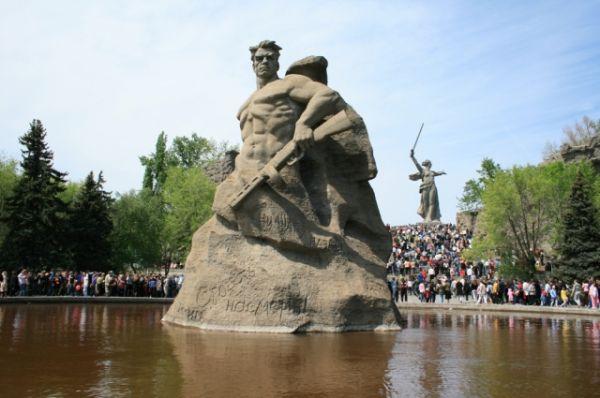 Площадь «Стоявших насмерть!». Реконструкция этой площади не коснется. 2009 год.