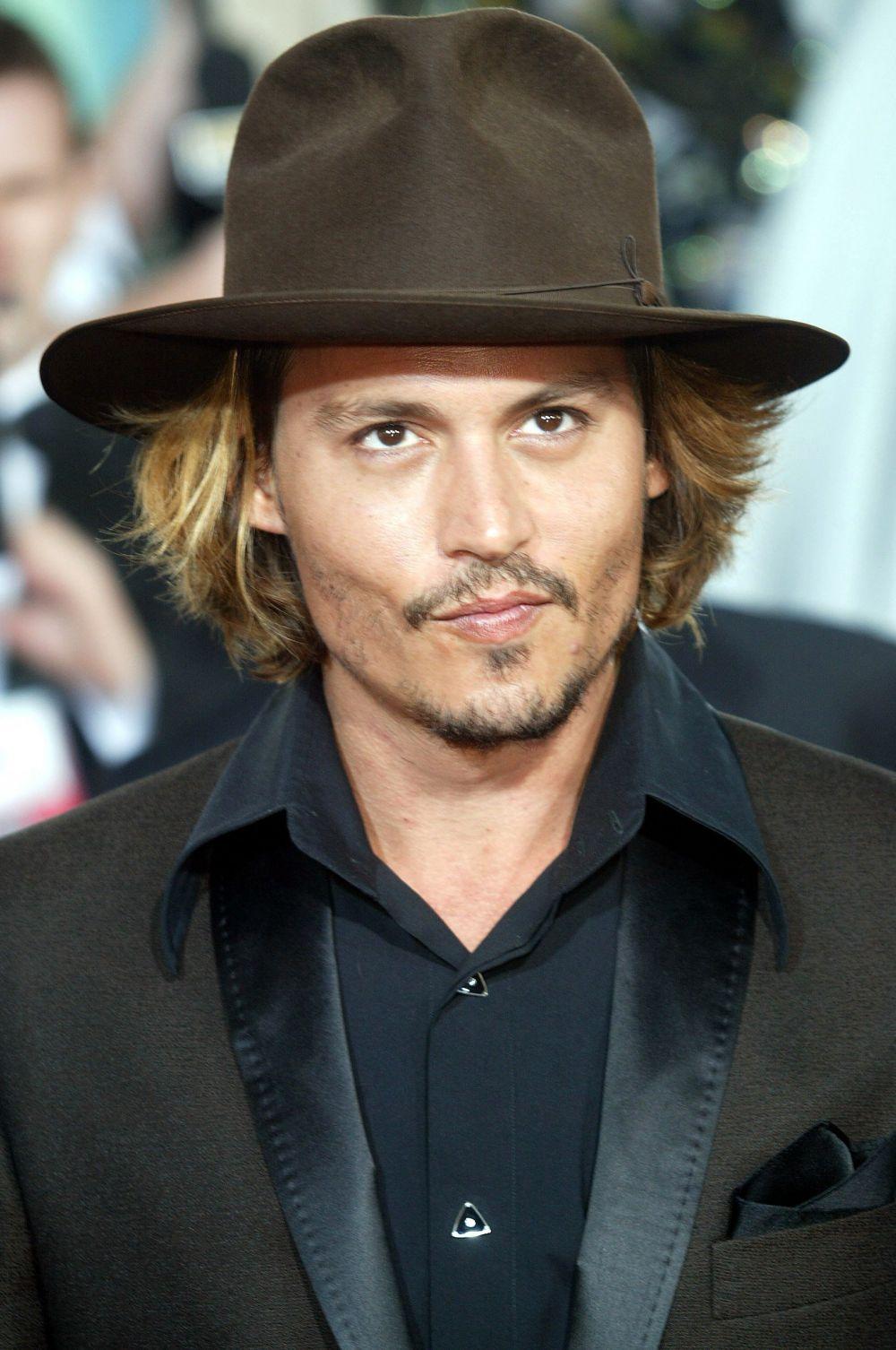 В список попал и другой американский актёр, правда, относящийся к другому поколению – звезда франшизы «Пираты Карибского моря», фильмов «Страх и ненависть в Лас-Вегасе», «Алиса в стране чудес», «Эдвард руки-ножницы» и многих других Джонни Депп.