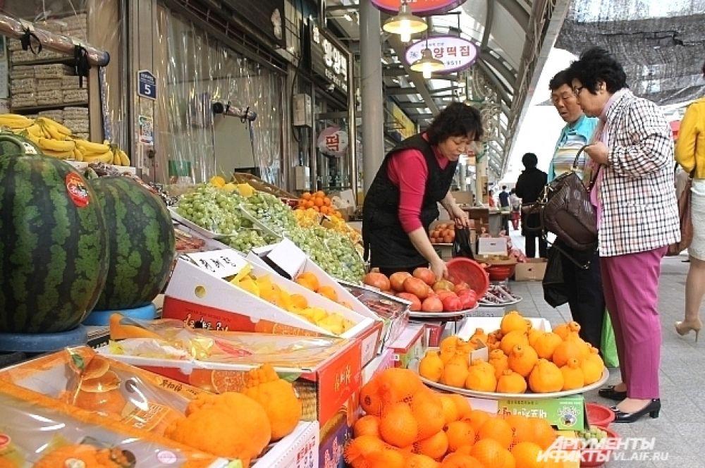 И какой рынок без овощей и фруктов?