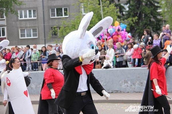 Костюм зайца от Управления капитального строительства Иркутска. Жарковато пришлось тому, кто в нем.