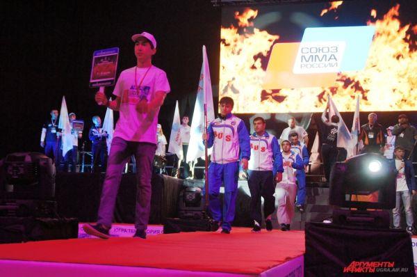 На церемонии открытия всероссийских соревнований были представлены сборные 8 федеральных округов.