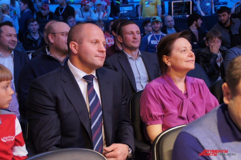 За боями наблюдала и глава региона Наталья Комарова.
