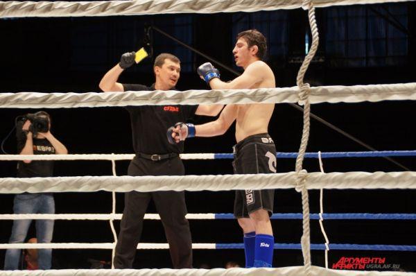 Бывают и на ринге конфузы. За неуважительное отношение к судьям и зрителям Бахачалиев был лишен второго места и дисквалифицирован с соревнований.
