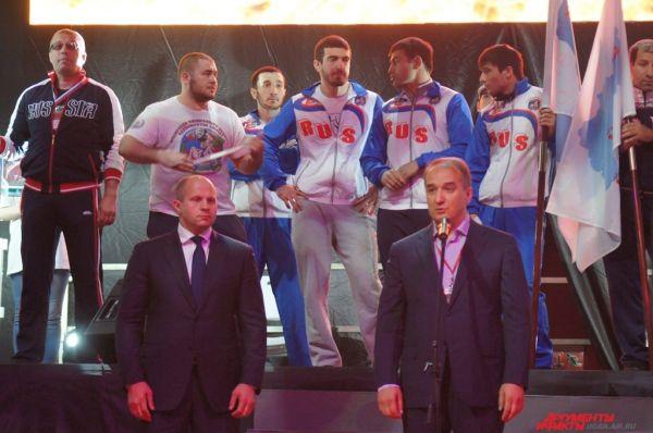 С приветственным словом выступил заместитель губернатора Югры Алексей Путин и президент Союза ММА России Федор Емельяненко.