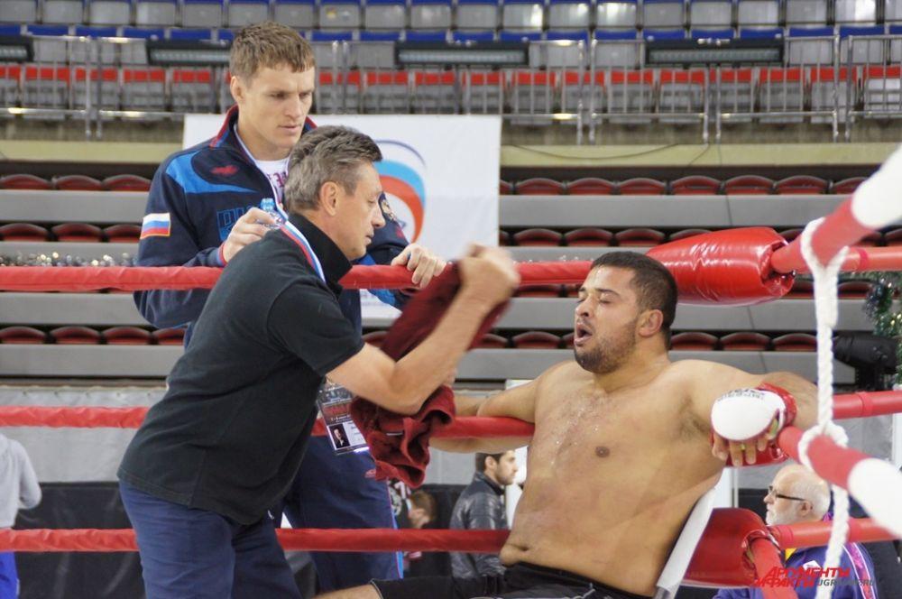 Во время боя очень важны наставления тренера.