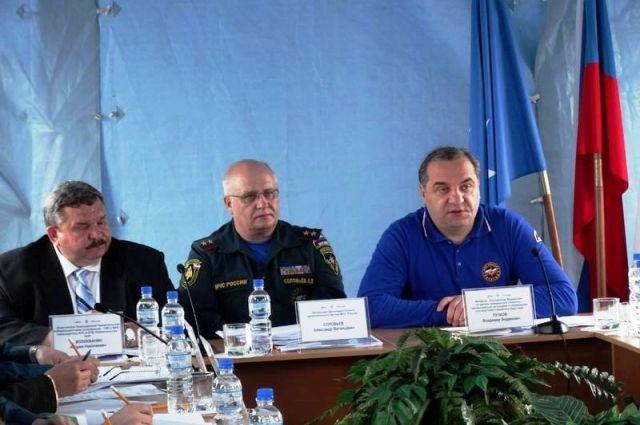 Совещание в Хабаровске:Владимр Пучков - крайний справа