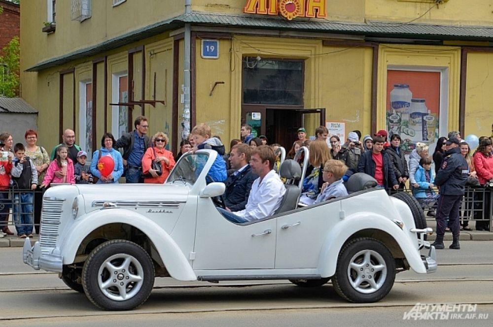 Мэр иркутска Виктор Кондрашов как всегда проехался во главе карнавала.