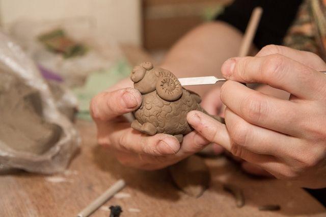 Работой с глиной Нина увлекалась всегда.