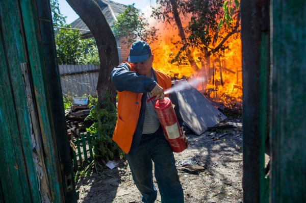 По словам жителей Семёновки, в посёлке не осталось ни одного целого здания.