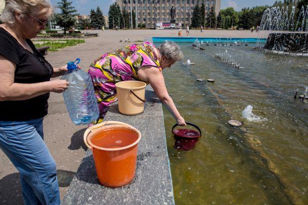 В Славянске наблюдаются проблемы с питьевой водой и электричеством.