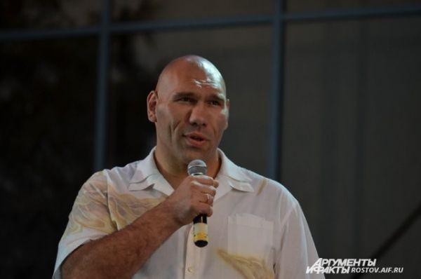 Гость праздника Николай Валуев - в прошлом боксёр-профессионал, сейчас - депутат Госдумы.,
